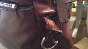 ココマイスターの革が破けちゃった…修理依頼はどうやるの?どのくらいかかるの?費用は?